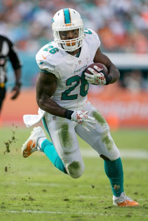 Miami Dolphins running back Lamar Miller (26) at Sun Life Stadium in Miami Gardens, Florida on December 28, 2014. (Allen Eyestone / The Palm Beach Post)